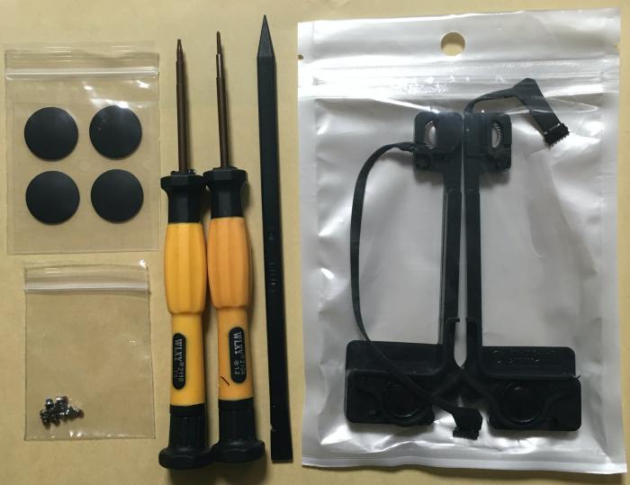 送られてきたMBPのスピーカー部品と工具